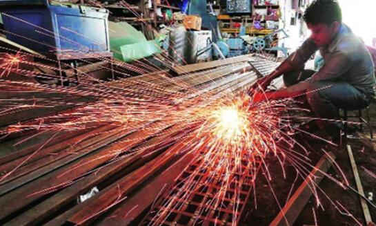由于商业订单增加 8月份印度服务业活动以18个月来最快的速度反弹