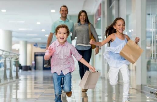 """""""12%的美国人每月在孩子身上花费1000美元或更多 这是削减开支的方法"""
