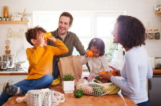 """""""民意调查显示33%的美国人希望新的儿童税收抵免成为永久性的"""