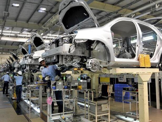 """""""由于零部件和芯片短缺 丰田汽车将生产目标削减了3%"""